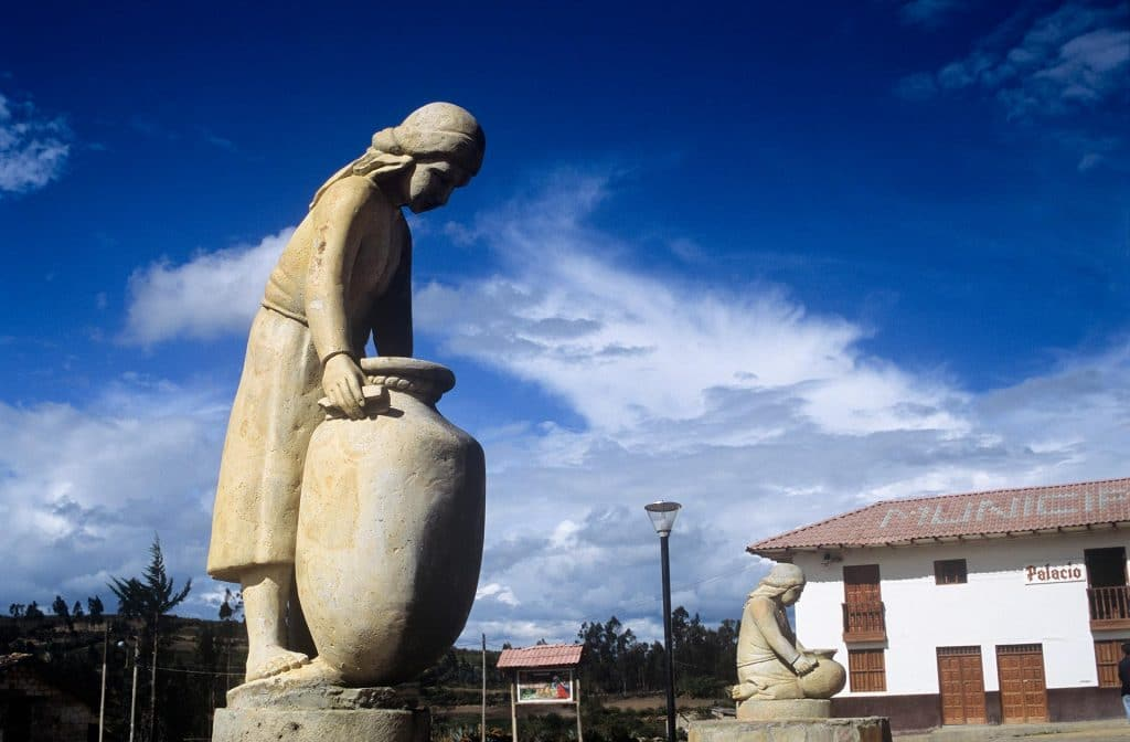 Statue auf dem Plaza de Armas, Huancas, Amazonas.