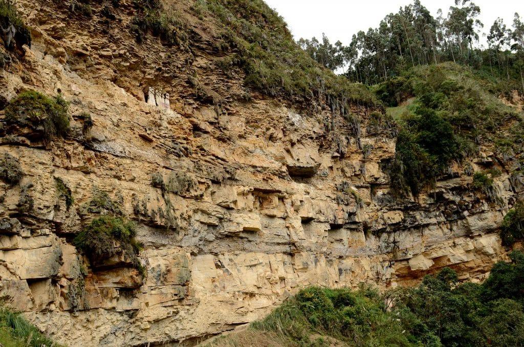 Vue sur les sarcophages de Karajia, Amazonas.