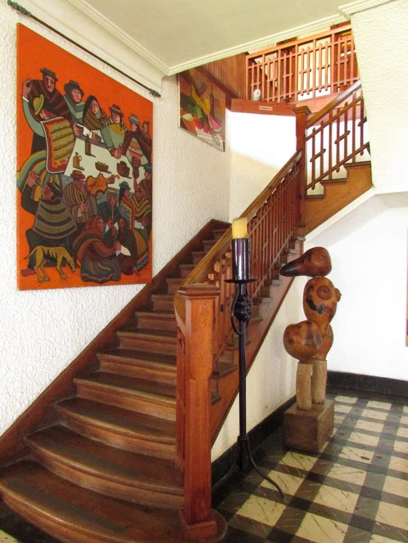 escalier montant aux chambres second home hotel