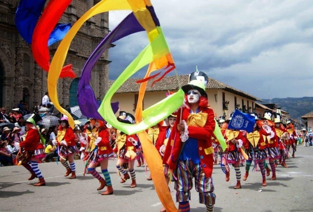 Défilé dans les rues de Cajamarca