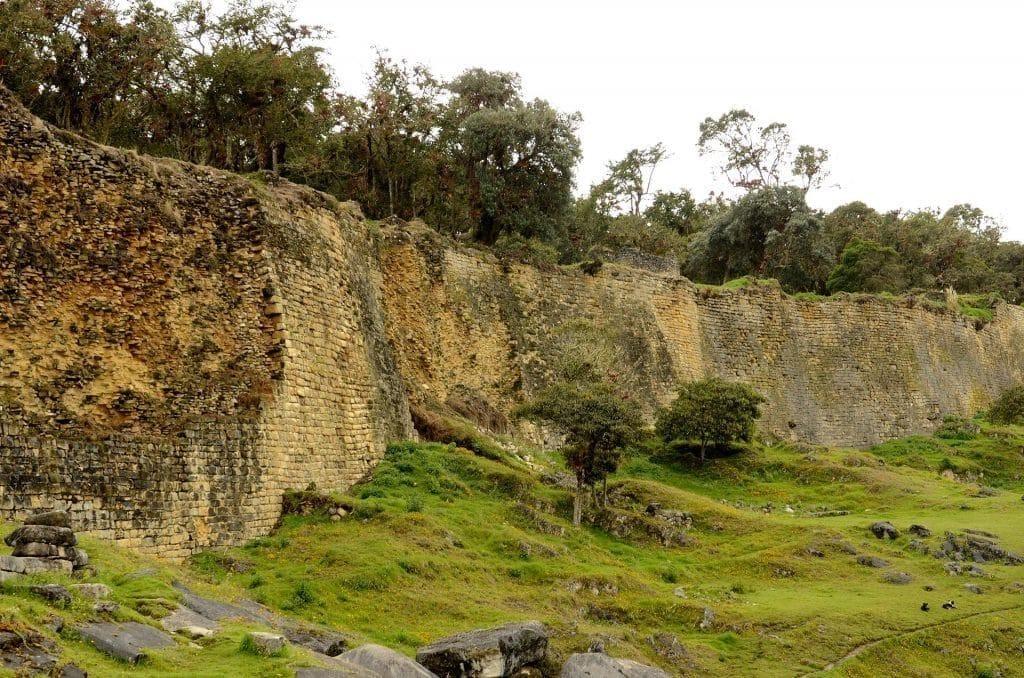 Mur extérieur de la forteresse de Kuélap.