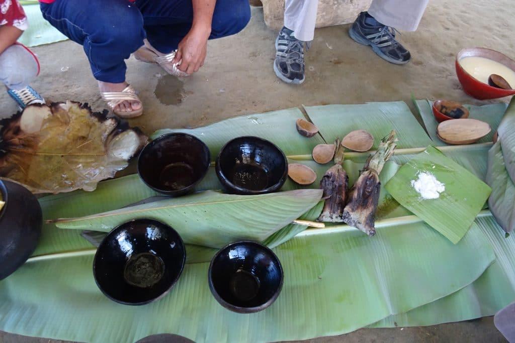 Table de feuilles de palmiers