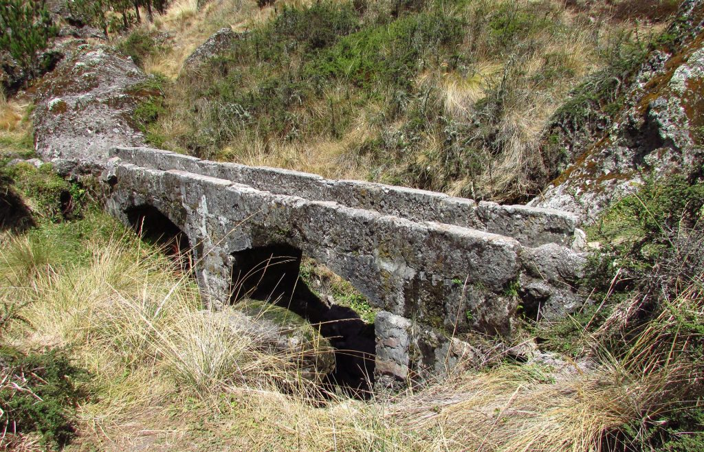 Archéologie au nord du Pérou, Cumbemayo Cajamarca