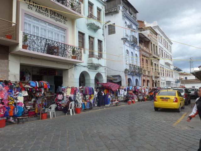 Visit Cuenca, traditional clothes, responsible trip Ecuador